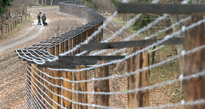 Контрольно-следовая полоса у пограничного перехода. Архивное фото