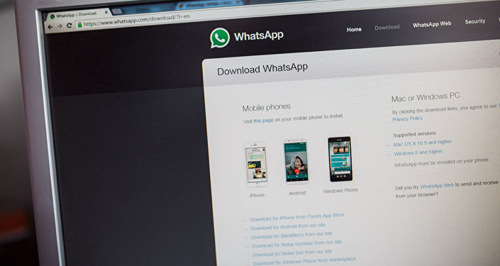 Сайт приложения WhatsApp на экране компьютера