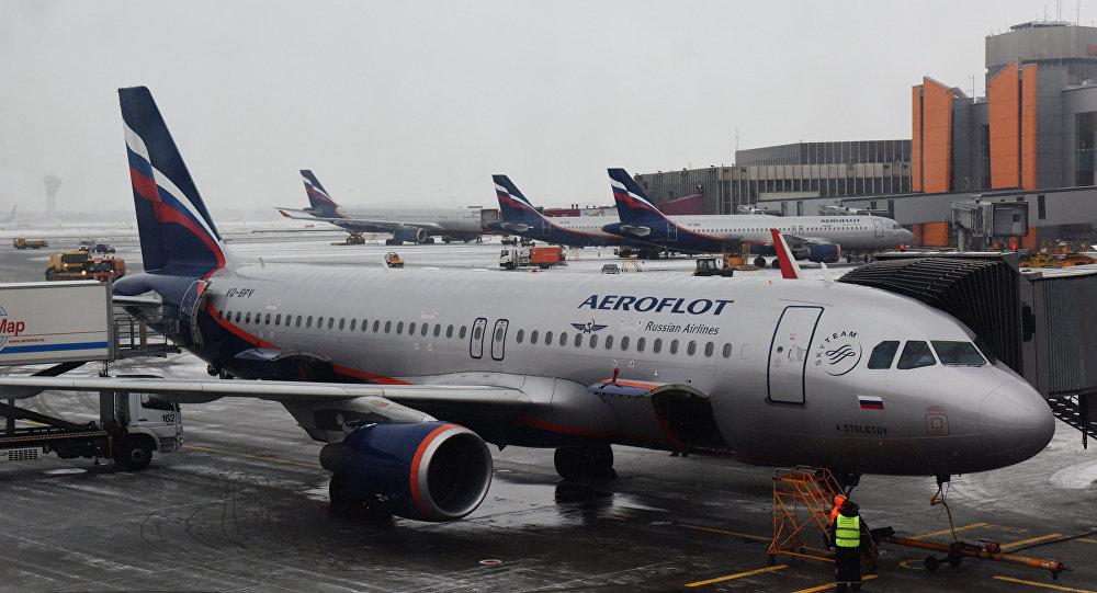 Самолет авиакомпании Аэрофлот, архивное фото