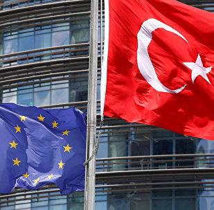 Turcijas un Eiropas Savienības karogi