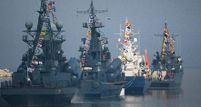 Jūras kara flotes dienai veltītās parādes mēģinājums Baltijskā. Foto no arhīva