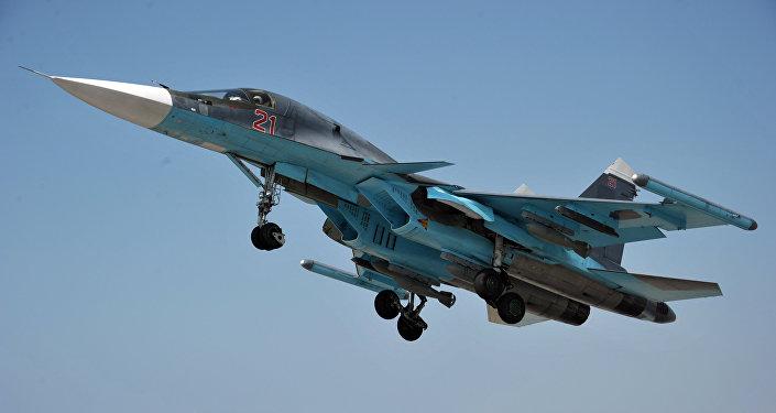 Самолет Су-34 ВКС РФ на авиабазе Хмеймим в Сирии. Архивное фото