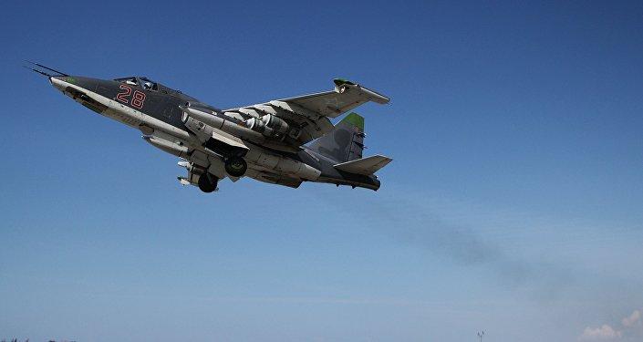 Krievijas iznīcinātājs Su-35 paceļas gaisā Hmeimimas aviobāzē  Sīrijā. Foto no arhīva