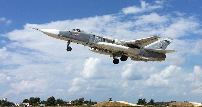 Фронтовой бомбардировщик Су-24 . Архивное фото