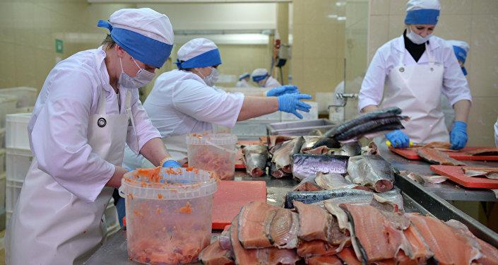 Перерабатывающий рыбозавод. Архивное фото