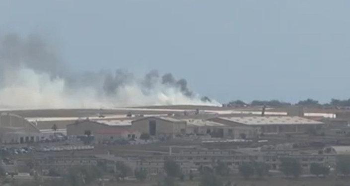 Густой дым поднимался над местом крушения американского B-52 в Гуаме