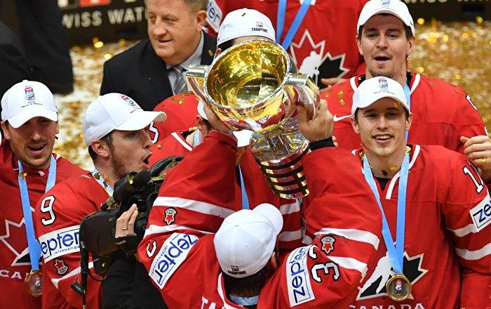 Kanādas hokeja izlases spēlētāji ar balvu 2016. gada čempionātā