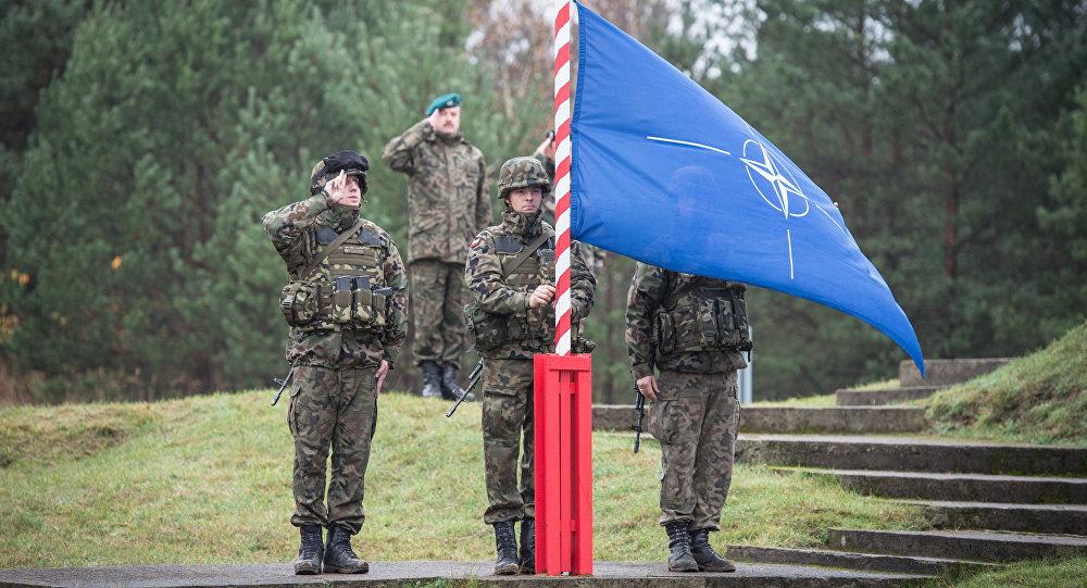 Поднятие флага НАТО