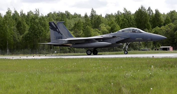 Iznīcinātājs F-15 Eagle militārā bāzē Lielvārdē. Foto no arhīva