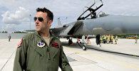 Пилот истребителя F-15 Eagle на военной авиабазе в Лиелварде