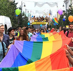 Во время участия в Baltic Pride 2013 в июле 2013 года, Вильнюс