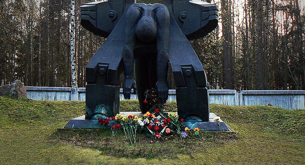 Памятник Молох тоталитаризма. Архивное фото