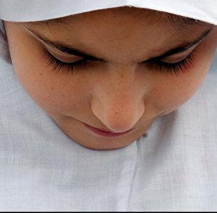 Девушка в белом хиджабе