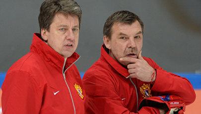 Главный тренер сборной России по хоккею Олег Знарок (справа) и тренер сборной Харийс Витолиньш