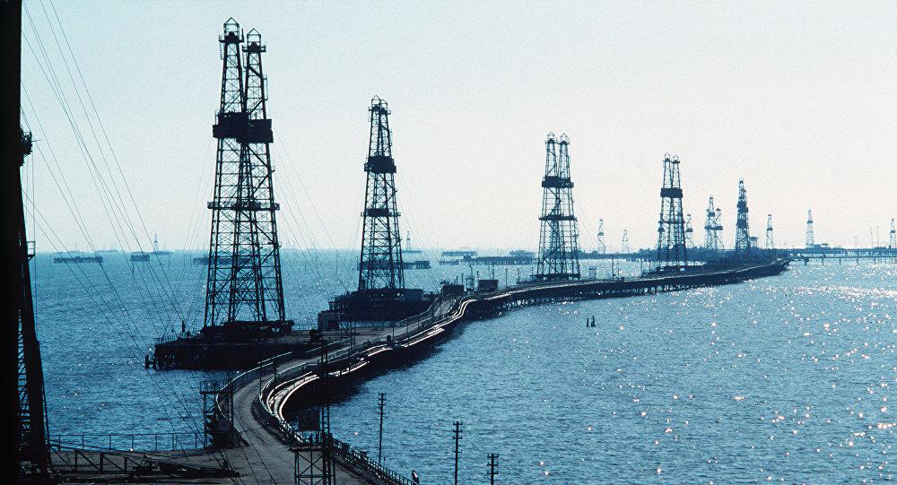 Нефтяные вышки. Архивное фото