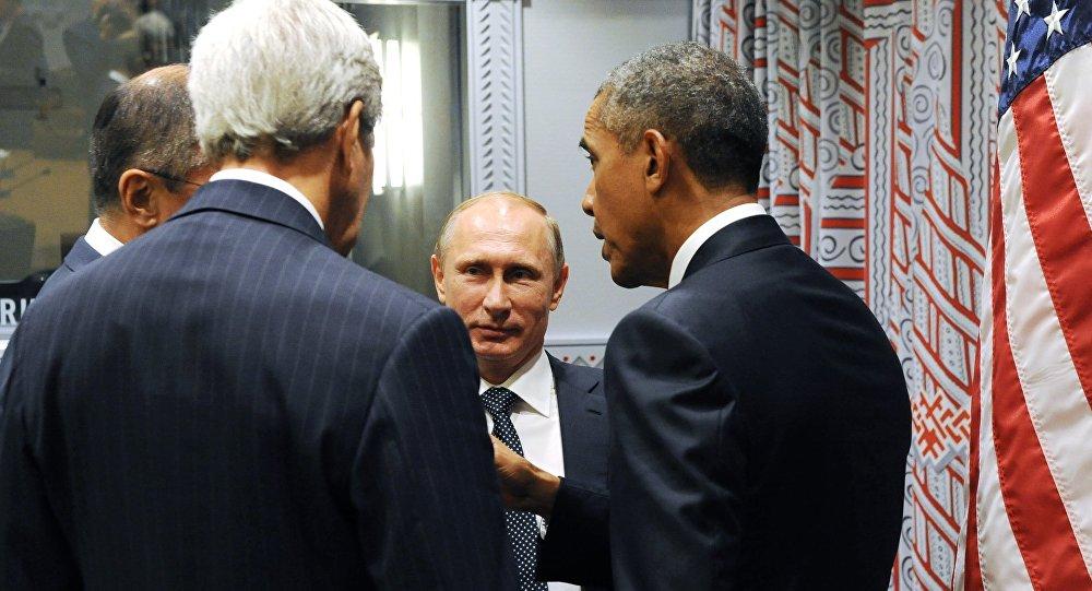 Президент России Владимир Путин (в центре), президент США Барак Обама (справа). Архивное фото
