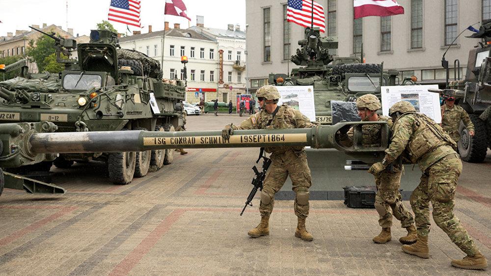 Maijā ASV 2. kavalērijas pulks jau piedalījās mācībās Kevadtorm (Pavasara vētra) Igaunijas teritorijā.