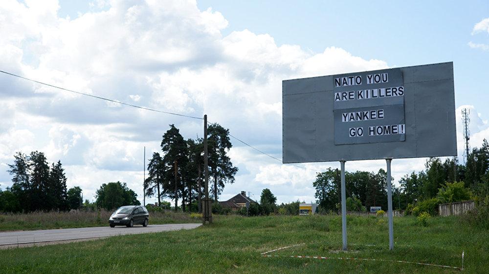 Pirms amerikāņu militārās tehnikas ierašanās Daugavpilī parādījās plakāts ar vārdiem NATO you are killers. Yankee go home! NBS karavīri un policijas darbinieki operatīvi noņēma plakātu.
