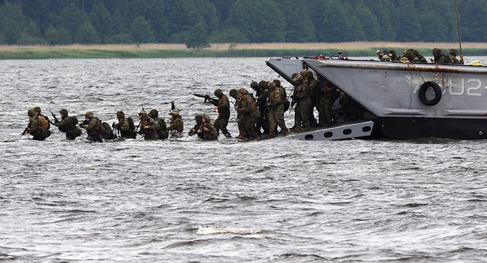 Высадка десанта во время учений НАТО Baltops, архивное фото
