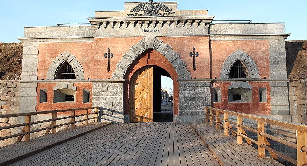 Наружный фасад Николаевских ворот в Даугавпилсской (Динабургской) крепости
