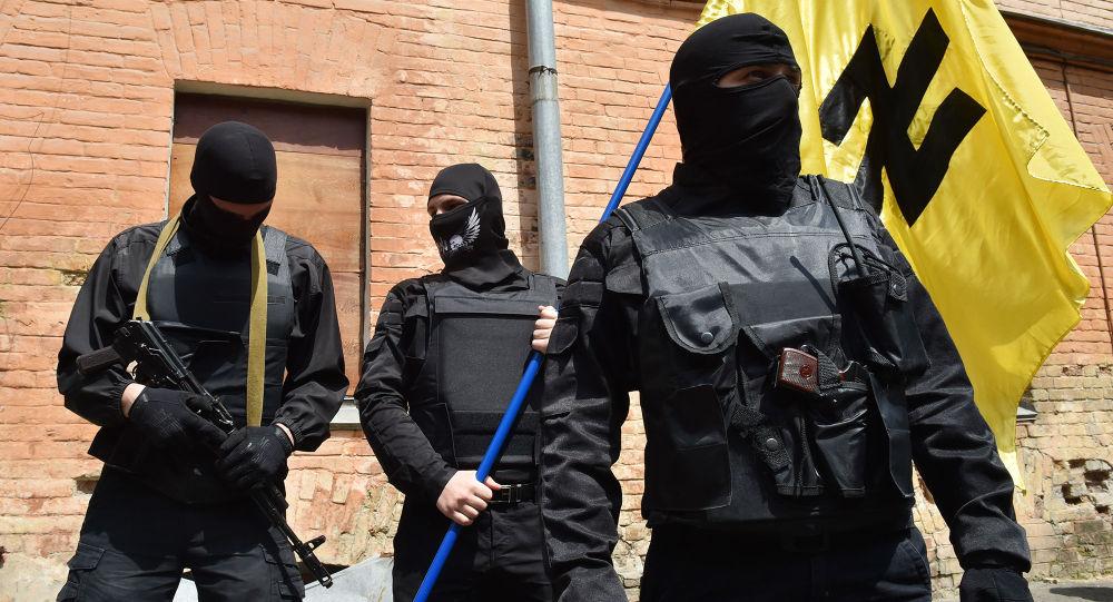 Ukrainas radikālās kustības Labējais sektors kaujinieki. Foto no arhīva