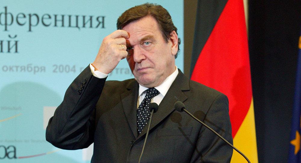 Шредер: РФ не собирается захватывать Балтию, с Путиным Европе повезло