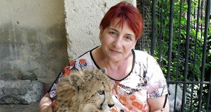 Гулико Читадзе, главная няня-смотрительница тбилисского зоопарка