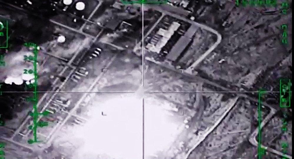 Уничтожение ВКС России нефтеперерабатывающего завода ИГ в Сирии
