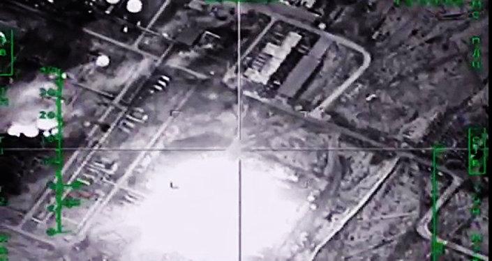 Naftas pārstrādes rūpnīcas iznīcināšana Sīrijā ar Krievijas GKS atbalstu. Foto no arhīva