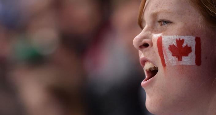 Болельщик сборной Канады по хоккею. Архивное фото