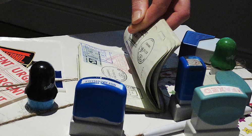 Проверка паспорта. Архивное фото