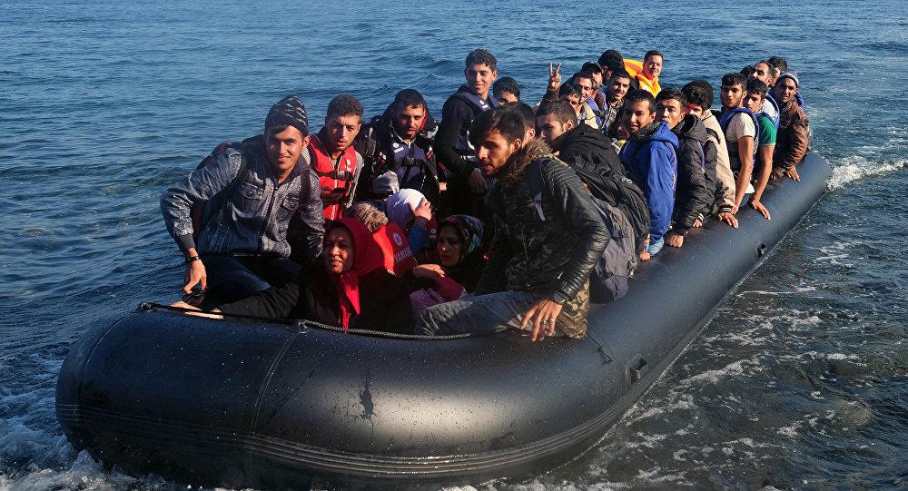 Bēgļi laivā. Foto no arhīva.