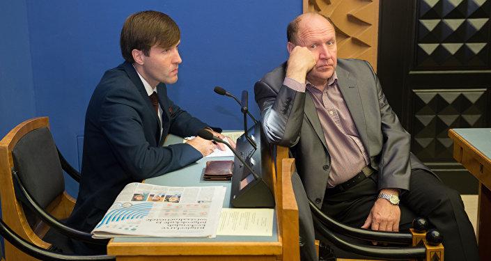 Martins un Marts Helme.