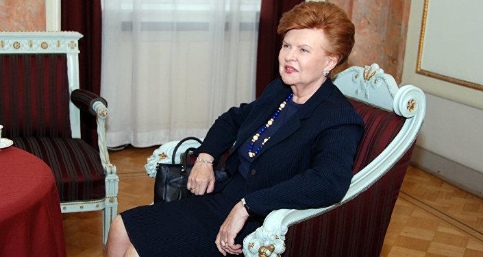 Лидеров РФ иСША экс-президент Латвии назвала петухами