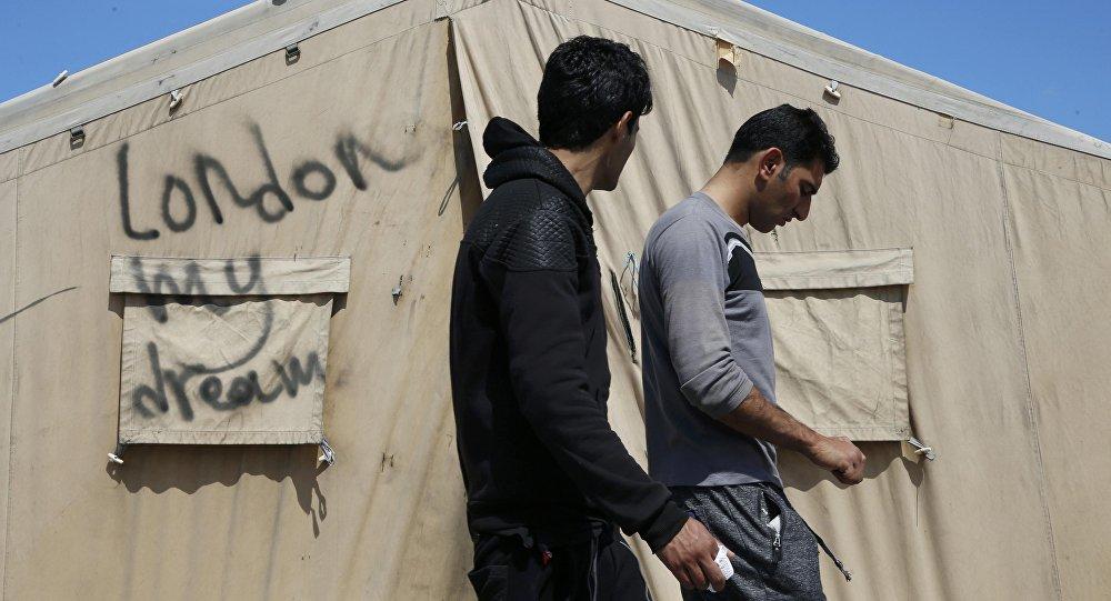 Надпись на палаточном лагере: Лондон моя мечта. Архивное фото