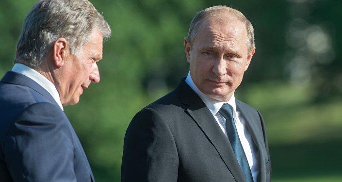 Президент РФ Владимир Путин (справа) и президент Финляндской Республики Саули Ниинистё