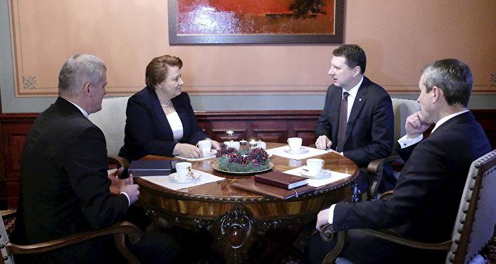 Встреча Р.Вейониса с Л.Страуюма. Фото с места события