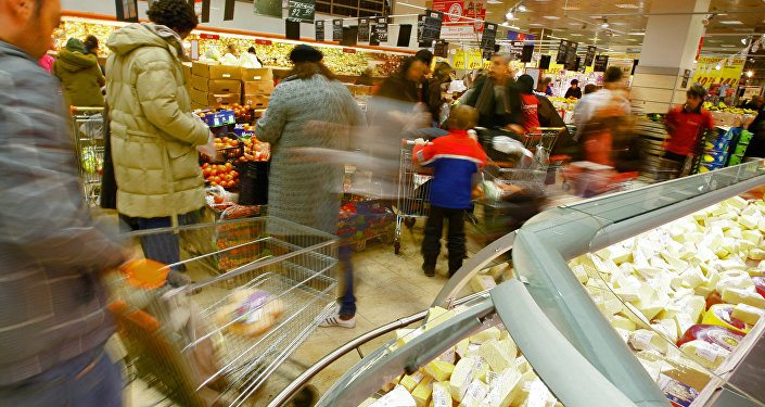 Pārtikas iegāde veikalā. Foto no arhīva