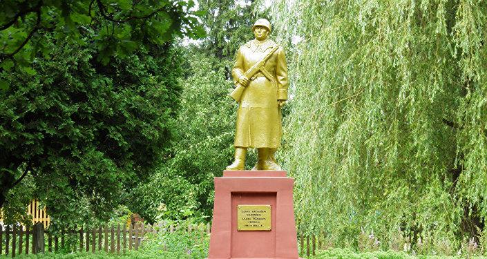 Памятник павшим советским солдатам в Субате