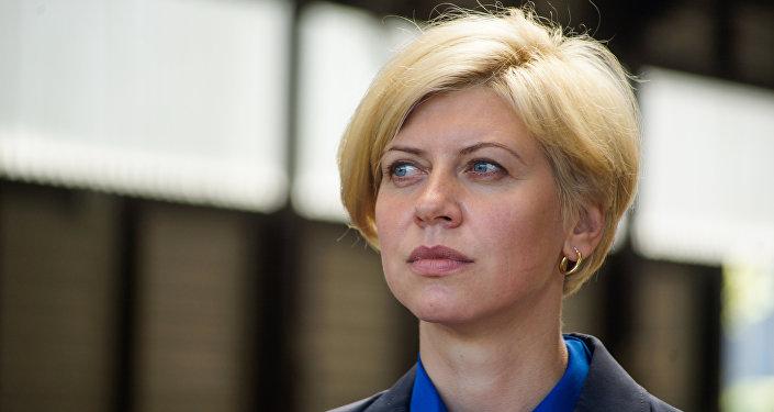Министр здравоохранения Латвии Анда Чакша и новые машины неотложной помощи
