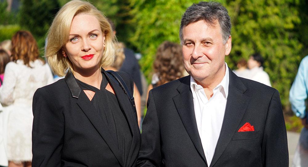 Банкир и владелец футбольного клуба Валерий Белоконь  с женой