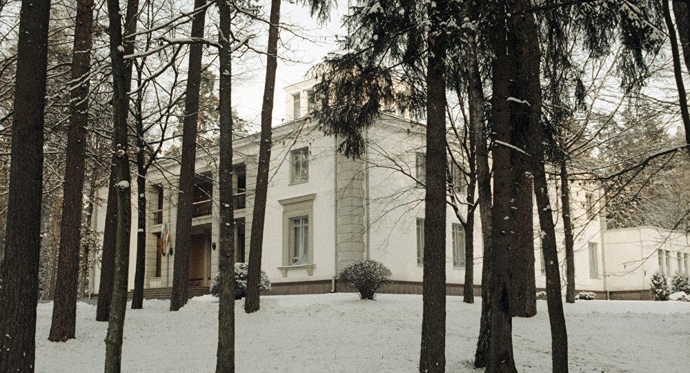 Здание в Беловежской пуще, где было подписано соглашение о создании СНГ. Архивное фото
