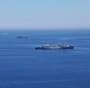 Krievijas un Ķīnas JKS kuģi kopīgo manevru laikā
