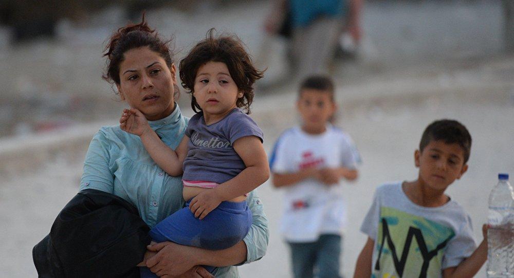 Беженцы с детьми. Архивное фото