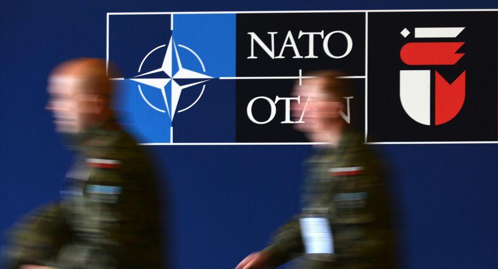 Баннер саммита НАТО в Варшаве, архивное фото