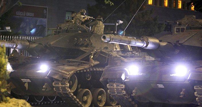 Turcijā noticis valsts apvērsuma mēģinājums, ieviests kara stāvoklis