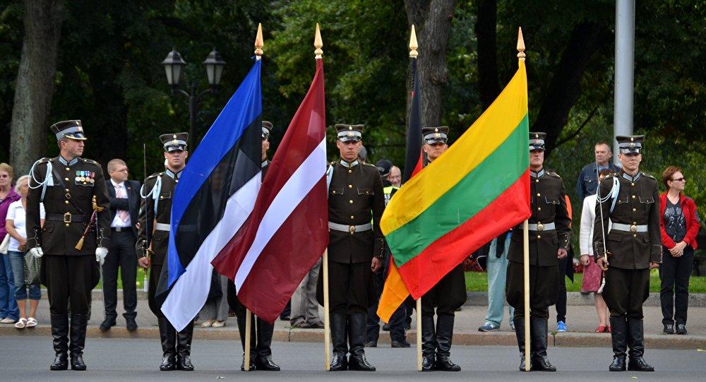 Флаги Эстонии, Латвии и Литвы.