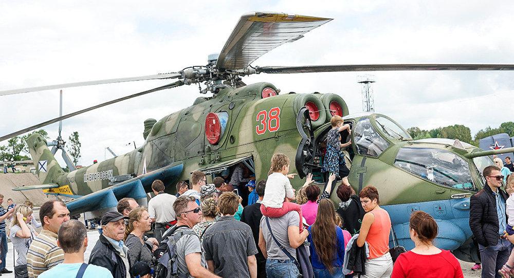 Ziņkārīgākie Krievijas JKS un Baltijas flotes simtajai gadadienai veltīto svētku dalībnieki Čerņahovskā