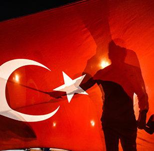 Naktī uz 16. jūliju Turcijā dumpinieku grupa izdarīja militāra apvērsuma mēģinājumu