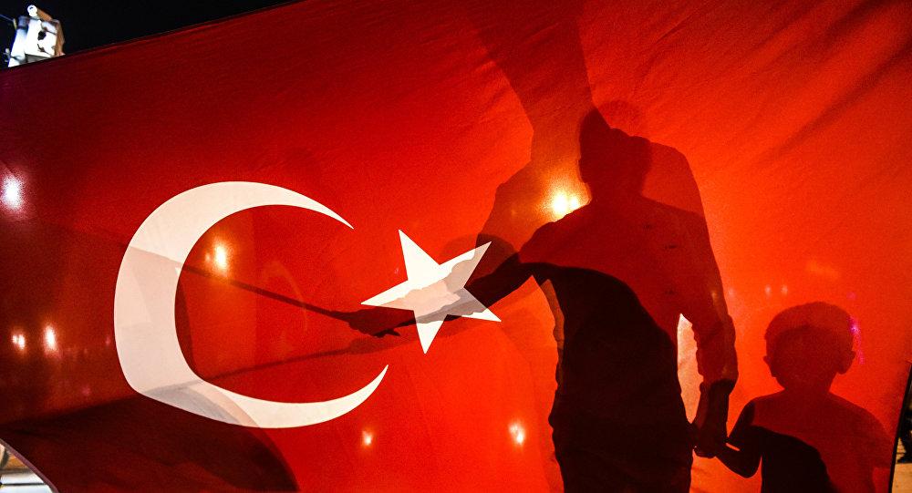 Сторонники Эрдогана собираются на площади Таксим в Стамбуле, чтобы поддержать правительство. Архивное фото
